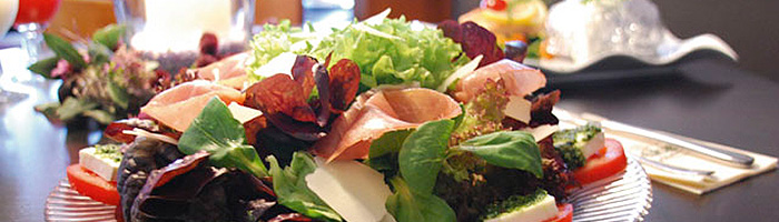 a_speisen-salatteller.jpg